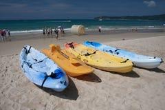 Strand mit Boot Lizenzfreie Stockbilder