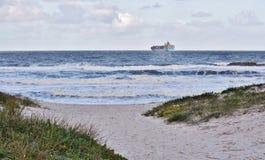 Strand mit einer Ansicht… Stockfoto