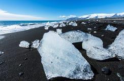 Strand mit Eisbergen Stockfotografie