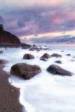 Strand mit Felsen Stockfoto