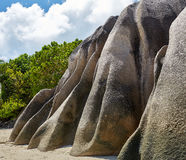 Strand mit großen Steinen Stockfotografie
