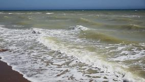 Strand mit stürmischem Meer stock video footage