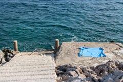 Strand mit Tuch Lizenzfreie Stockbilder
