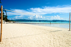 Strand mit Volleyballnetz in Boracay Stockfotos