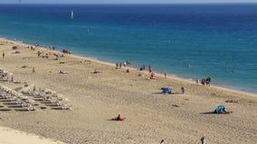 Strand in Morro Jable, Fuerteventura, Canarische Eilanden, Spanje stock footage