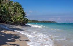 Strand nära den Baracoa Kuban Arkivbild
