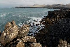 Strand nära Krysuvik, södra Island Royaltyfri Fotografi