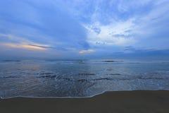 Strand na zonsondergang Royalty-vrije Stock Foto