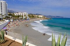Strand in Nerja stockfoto
