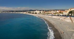 Strand in Nice. Kooi d'Azur Stock Afbeeldingen