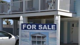 Strand Oceaanfront house bungalow voor Verkoop royalty-vrije stock foto