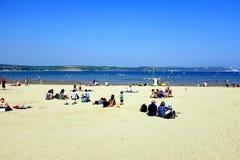 Strand och fjärd, Weymouth, Dorset, UK Royaltyfria Foton