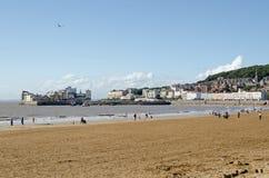 Strand och gammal stad som Weston-är toppna--Sto Arkivbilder