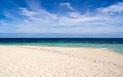 Strand och himmel och hav i blåsig dag Arkivfoton