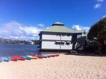 Strand och kanoter Arkivfoton