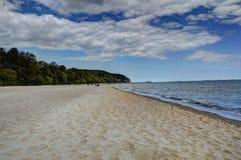 Strand och klippa på Gdynia Orlowo, Polen Royaltyfria Foton