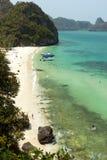 Strand och kustlinje på Angthongen Marine Park i Thailand Arkivfoto