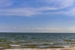 Strand och sky Fotografering för Bildbyråer