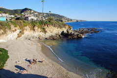 Strand onder de Monteringtoevlucht in Laguna Beach, Californië royalty-vrije stock foto
