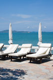 Strand op een zonnige dag. royalty-vrije stock foto
