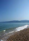 Strand op Egeïsche overzees stock afbeeldingen