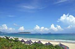 Strand op Hainan-Eiland, China, Sanya, Yalong-Baai Stock Afbeelding