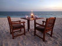 Strand op Kuredu-eiland - kaars licht diner - Eilanden - Madlives royalty-vrije stock fotografie