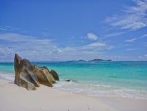 Strand op Praslin eiland, Seychellen Royalty-vrije Stock Foto