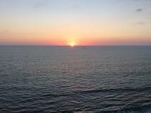 Strand-Orangen-Sonnenuntergang Stockfoto