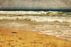 Strand, Ozeanwasser mit Wellen Meersandufer Stockbild