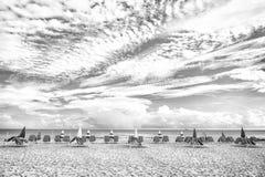 Strand på den soliga sommardagen på miam Royaltyfri Bild