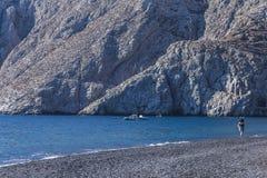 Strand på Kamari Santorin i Europa Arkivfoton