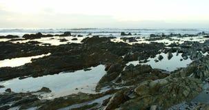Strand på skymning 4k stock video