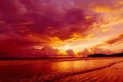 Strand på solnedgången royaltyfria bilder