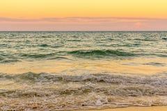 Strand på solnedgången Royaltyfri Bild