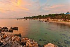 Strand på solnedgången arkivbilder