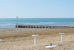 Strand på våren med träpir Royaltyfria Foton