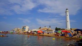 Strand Punta Secca, Leute auf dem Strand im Sommer lizenzfreies stockfoto