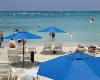 Strand-Regenschirme Stockfotos