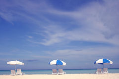 Strand-Regenschirme Lizenzfreies Stockbild