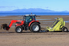Strand-Reiniger-Traktor Lizenzfreie Stockbilder
