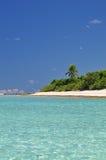 Strand-, Sand-und Aitutaki Palmen Stockfoto