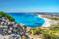 Strand Sans Giovanni di Sinis an einem vollen Tag lizenzfreies stockbild