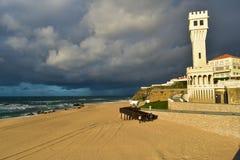 Strand in Santa Cruz - Portugal stock foto's