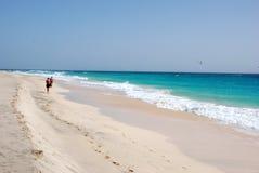 Strand in Santa Maria - het Eiland van het Zout - Kaapverdië Stock Foto's