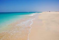 Strand in Santa Maria - het Eiland van het Zout - Kaapverdië Stock Fotografie