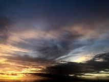strand sedd solnedg?ng Det ?r mycket h?rligt Strand och solnedg?nghimmel fotografering för bildbyråer