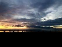 strand sedd solnedg?ng Det ?r mycket h?rligt Strand och solnedg?nghimmel arkivfoton