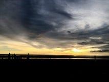 strand sedd solnedg?ng Det ?r mycket h?rligt Strand och solnedg?nghimmel royaltyfria foton