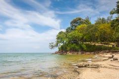 Strand-Seeansicht Susan Hois (versteinerte Shell Beach Cemetery) in Krabi T Stockfotografie